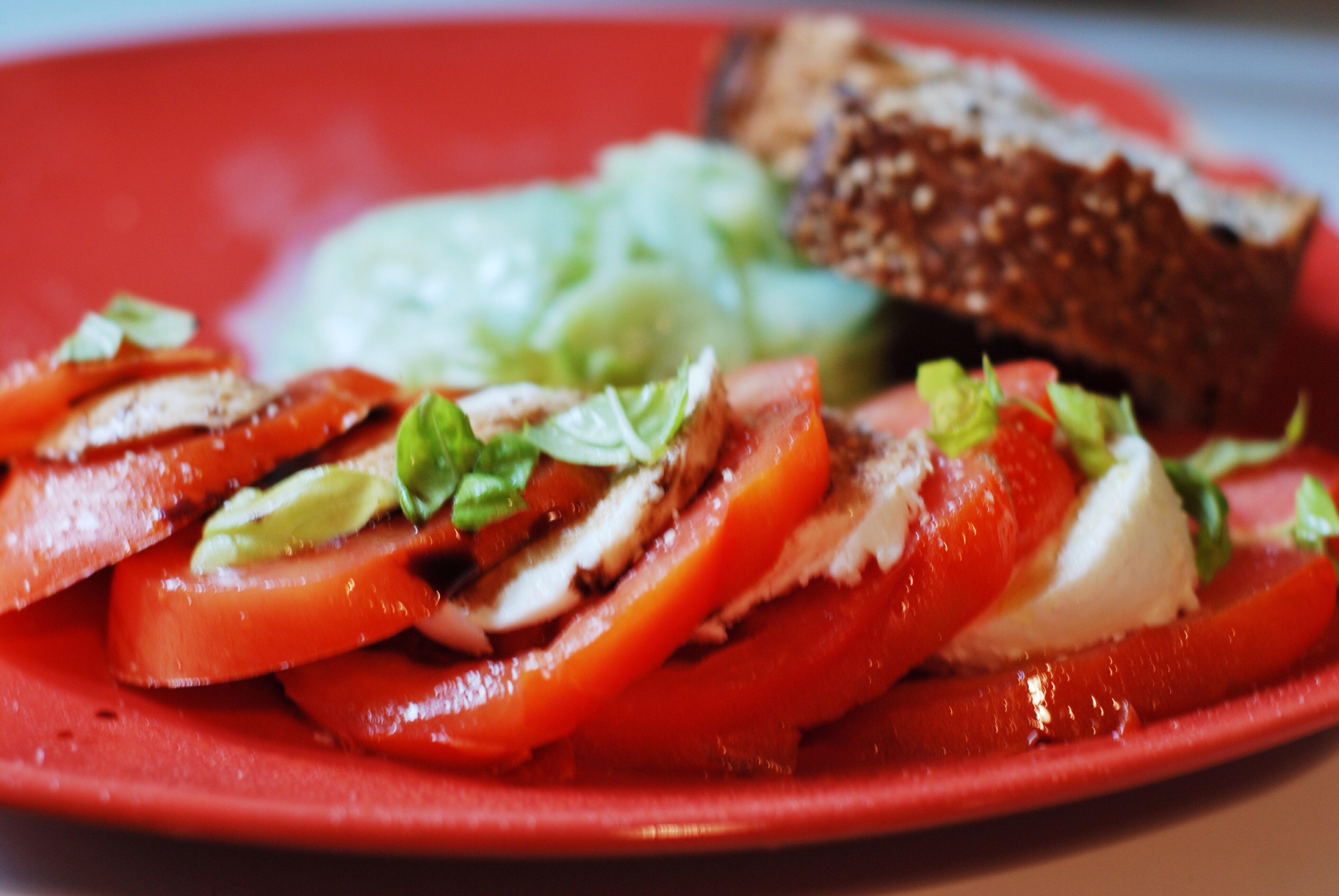 Tomate mozzarella mon assiette gourmande for Entree estivale