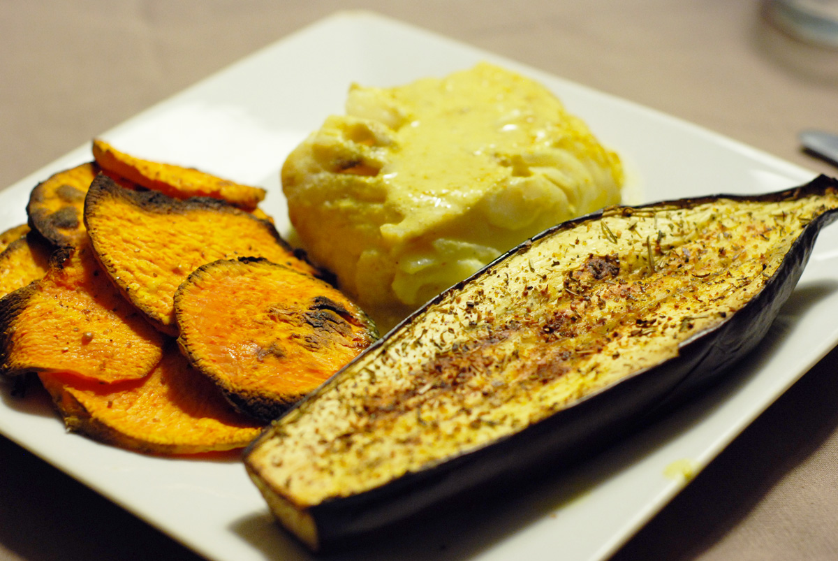 Aubergine grill e aux herbes chips de patates douces et for Chips de patate douce au micro onde
