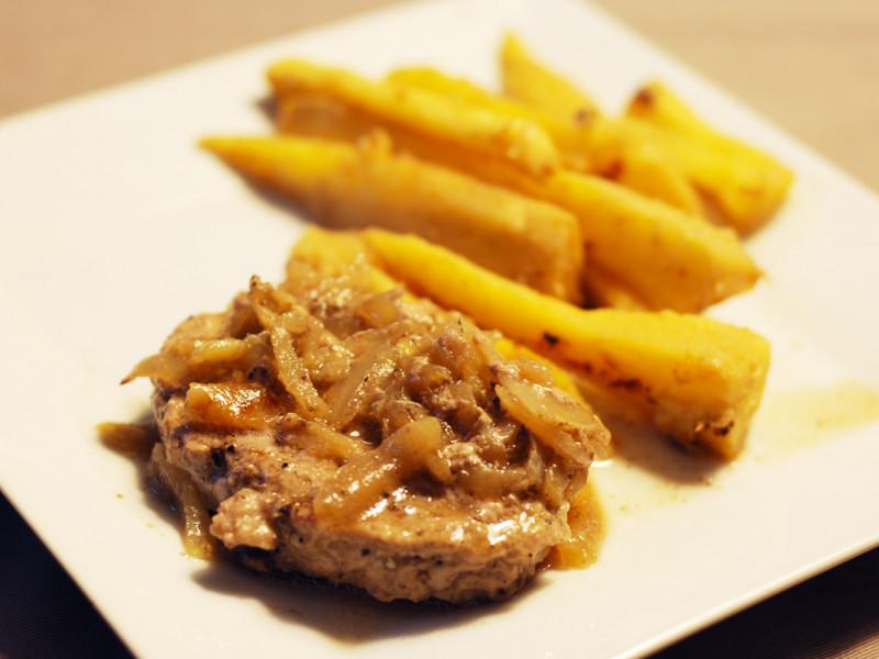Steak haché de veau aux oignons et panais glacés au gingembre et au miel